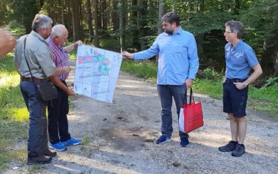 Jährlicher Besuch im Stadtwald mit Bürgermeister, Stadträten und Stadtverwaltung.